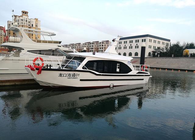12.5 m sightseeing boat
