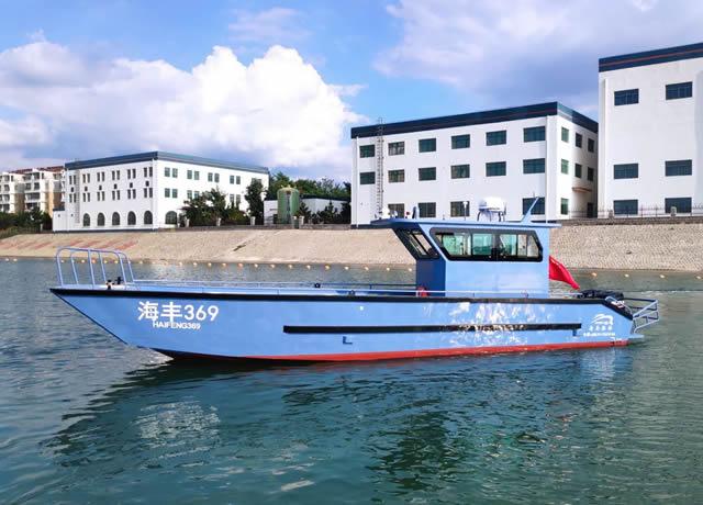 11 m working transport boat